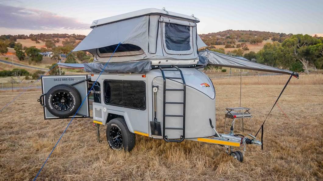 來自澳洲的Mobi X小型露營拖車,除了提供聰明的收納空間外,更具備高度機動性。(圖片來源/ Mobi Lodge) 可以帶去越野的露營拖車! 小尺寸Mobi X竟可睡4人