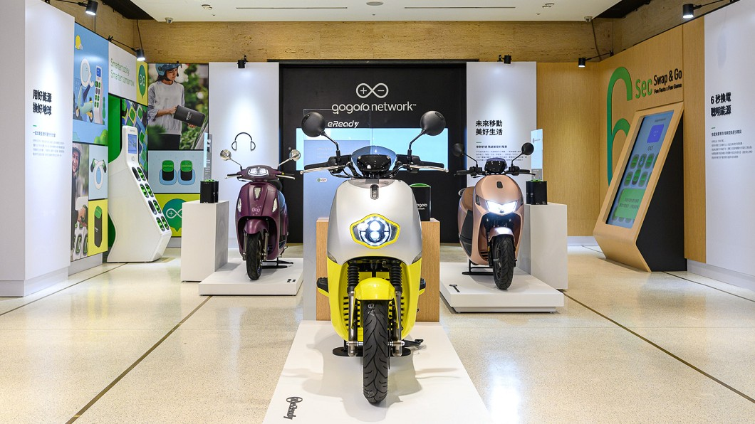 Gogoro Network創新電池交換平台帶動智慧電動機車市場快速發展,目前已有5大智慧電動機車品牌。(圖片來源/ Gogoro) 體驗6秒換電魅力 PBGN大聯盟齊聚誠品書店