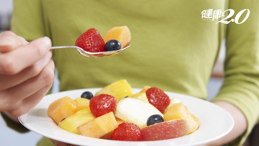 水果有吃,維他命C就足夠?錯!營養師教你「這樣」吃水果才對,抽菸、易瘀青等6種人小心容易C不足