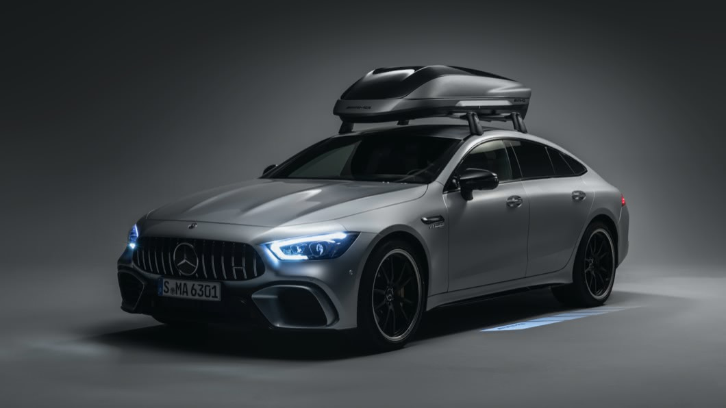 M-AMG推出車頂箱,成為空間不足的解決方案。(圖片來源/ M-Benz) 房車空間不夠用怎麼辦? M-AMG推出全新車頂箱