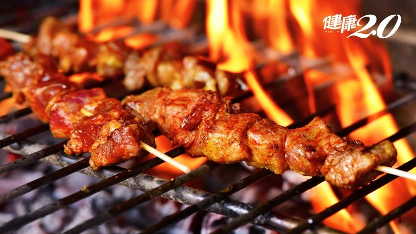 烤肉油脂醬汁滴到炭火,致癌物飆高!營養師「高招」減少吃進致癌物
