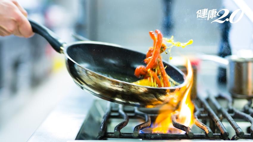 人氣餐廳9家不合格!食藥署稽查結果:瓦城原料逾期、壽司郎沙拉生菌數超標