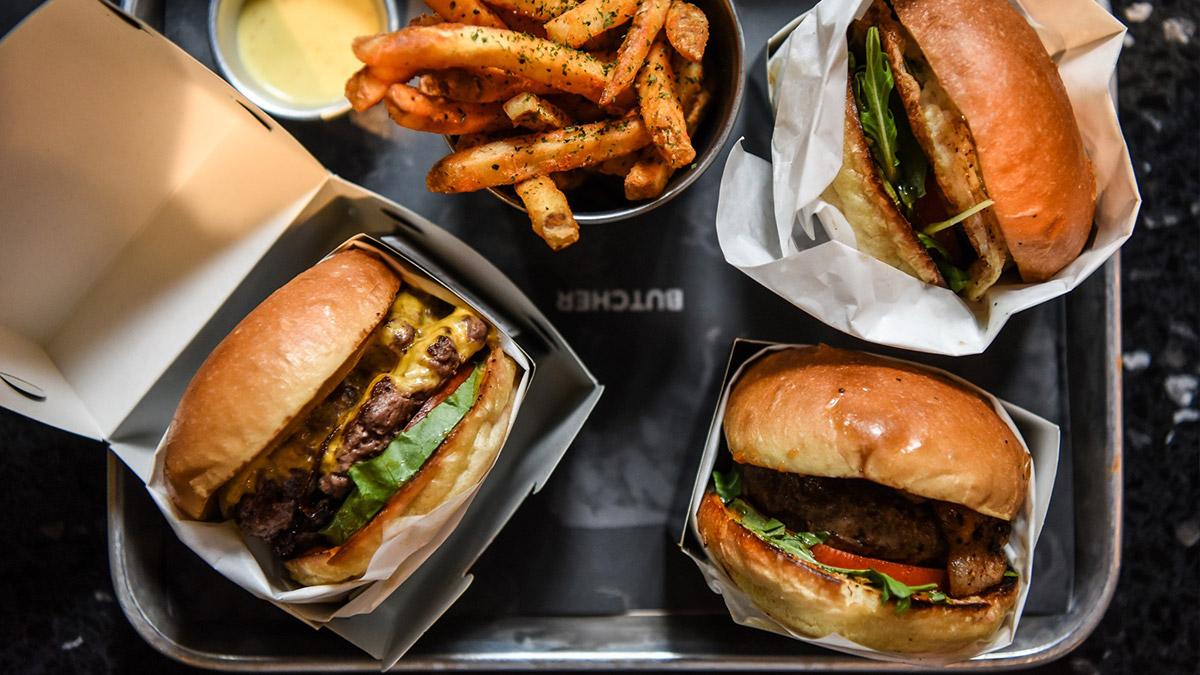 【食尚首播】漢堡控快衝!雙層3盎司牛肉一咬就爆汁,必點海鹽堅果牛奶糖口味