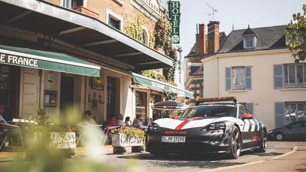 (圖片來源/ Porsche) 保時捷Taycan的奇幻旅程 擔任利曼24耐前導車
