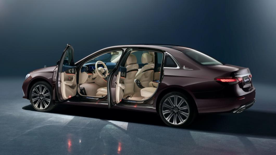 中國市場獨有的長軸版車型,能提供更寬闊的車內空間與車身尺碼。(圖片來源/ M-Benz) 尺碼直逼S-Class! E-Class長軸版北京車展亮相