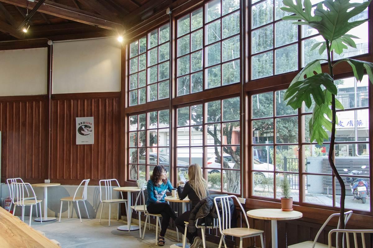 【新開店】75年菸草倉庫吃下午茶!「小日子商号」插旗南投竹山,必點海鹽烤堅果拿鐵