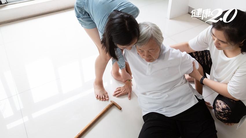 這不是失智!76歲嬤常跌倒、反應變慢…「水腦症」3狀況常被誤為老化,免開腦就能治