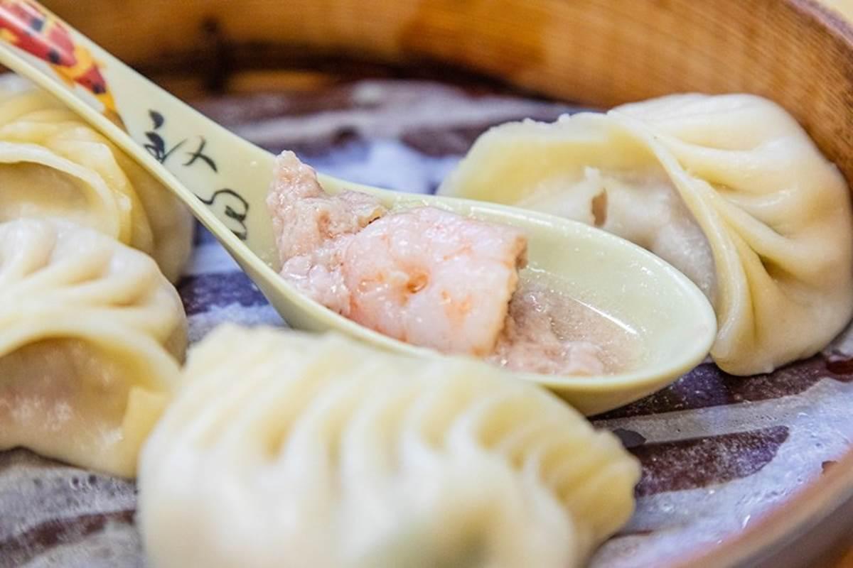 台北老饕最愛!人氣麵食館蝦仁蒸餃會噴汁,焦脆牛肉捲餅也必吃