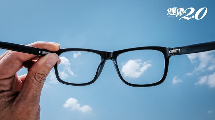 戴錯眼鏡很傷視力!醫師警告4大NG行為 經常瞇瞇眼的人要注意了