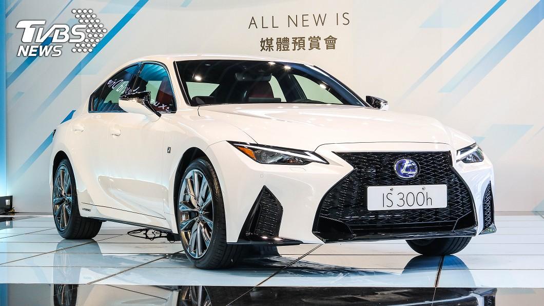 大幅度小改款IS 300h正式啟動預售。 大幅小改Lexus IS預售開跑 190萬起僅存300h單一動力