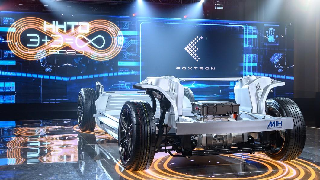 鴻海藉由首屆鴻海科技日場合發表MIH電動車平台。(圖片來源/ 鴻海) 鴻海電動車最快兩年問世 MIH平台目標電動車版安卓