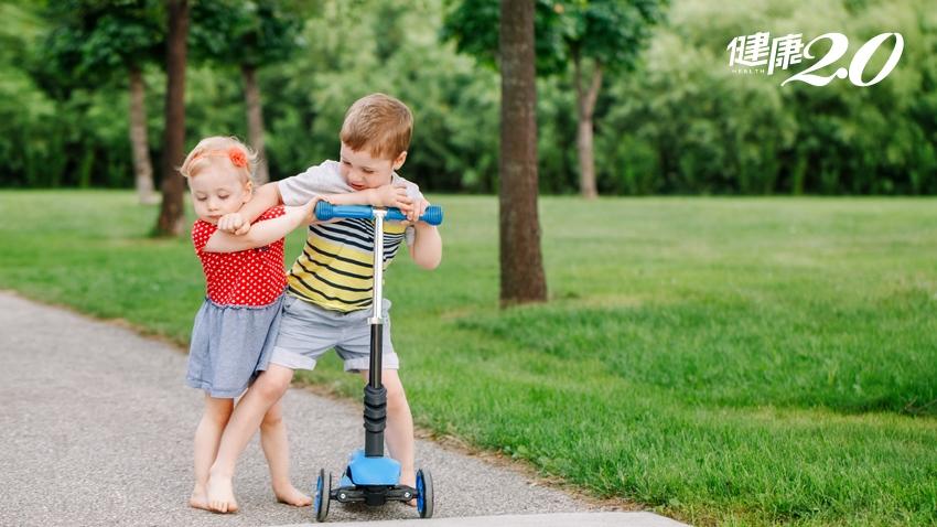 孩子爭吵不休時,「用講的」是行不通的!超人氣教養專家3步驟引導法,孩子解決問題能力會愈強
