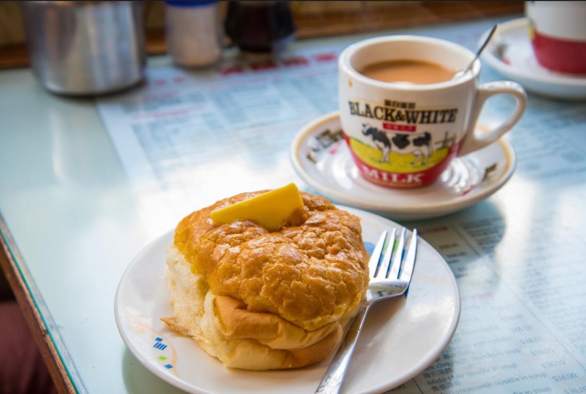 冰火菠蘿油、燒鵝瀨粉、流沙奶黃包,光看就好想吃,那些念念不忘的香港味