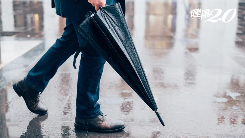 下雨天最怕香港腳!不想腳部「長黴」,出門前多做1件事