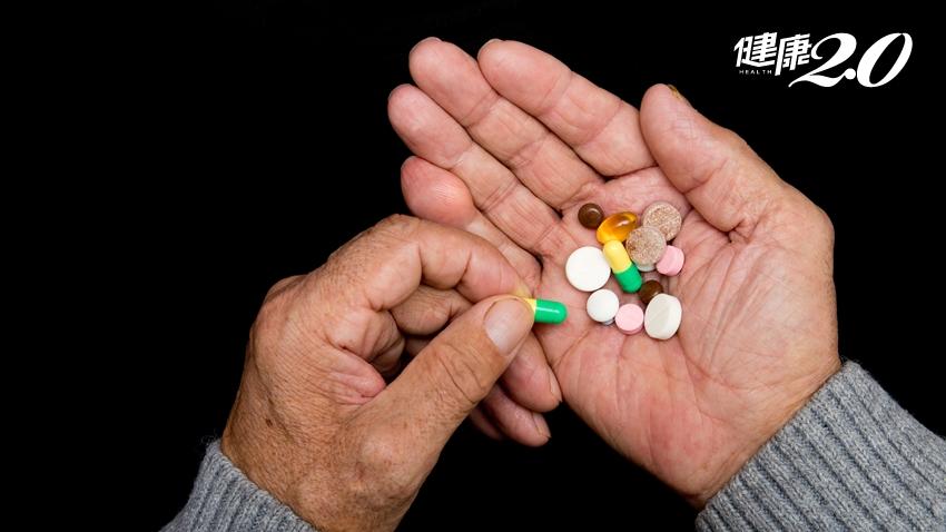 他91歲每天得吃14顆藥!醫師這樣做「減藥」剩8顆 睡眠和憂鬱也改善了