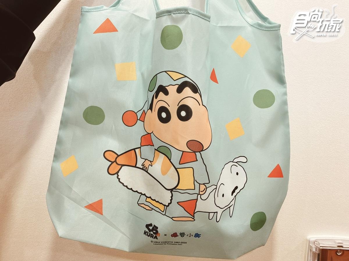 超萌小白包快搶!「藏壽司」桃園土藏造型店這天開張,秋季肥美新品+滿額送小新提袋