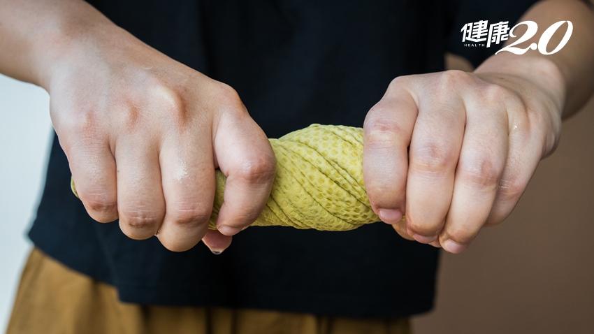 手痛到擰毛巾、開門都沒力!小心「三角纖維軟骨」受傷 3個月是治療黃金期