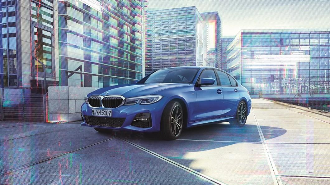 本月入主指定車型如318i Luxury、320i M Sport等車型加贈一年乙式全險。(圖片來源/ BMW) BMW 21年式全車系零利率 指定車型加贈乙式險