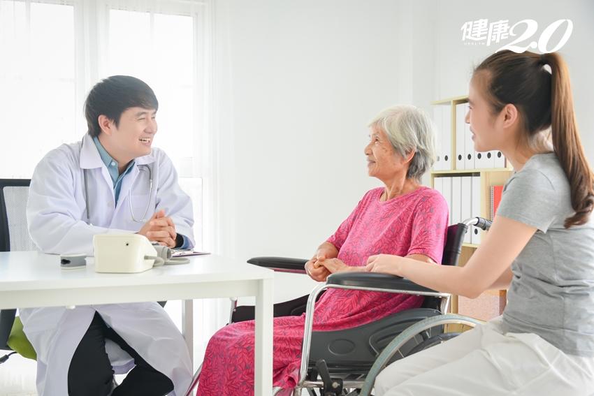 不想當藥罐子!長輩4種情形適合看「高齡醫學科」 初診記得2件事
