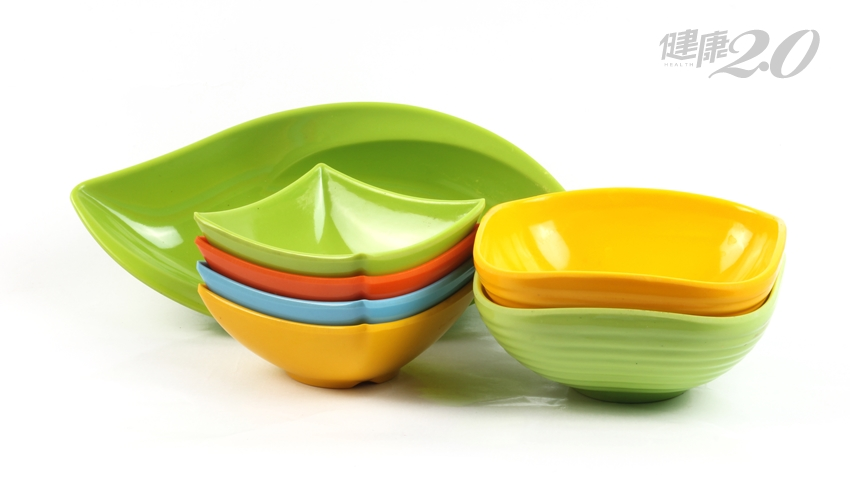 美耐皿餐具會傷腎!劣質品低溫也會溶出三聚氰胺 專家教1招判定