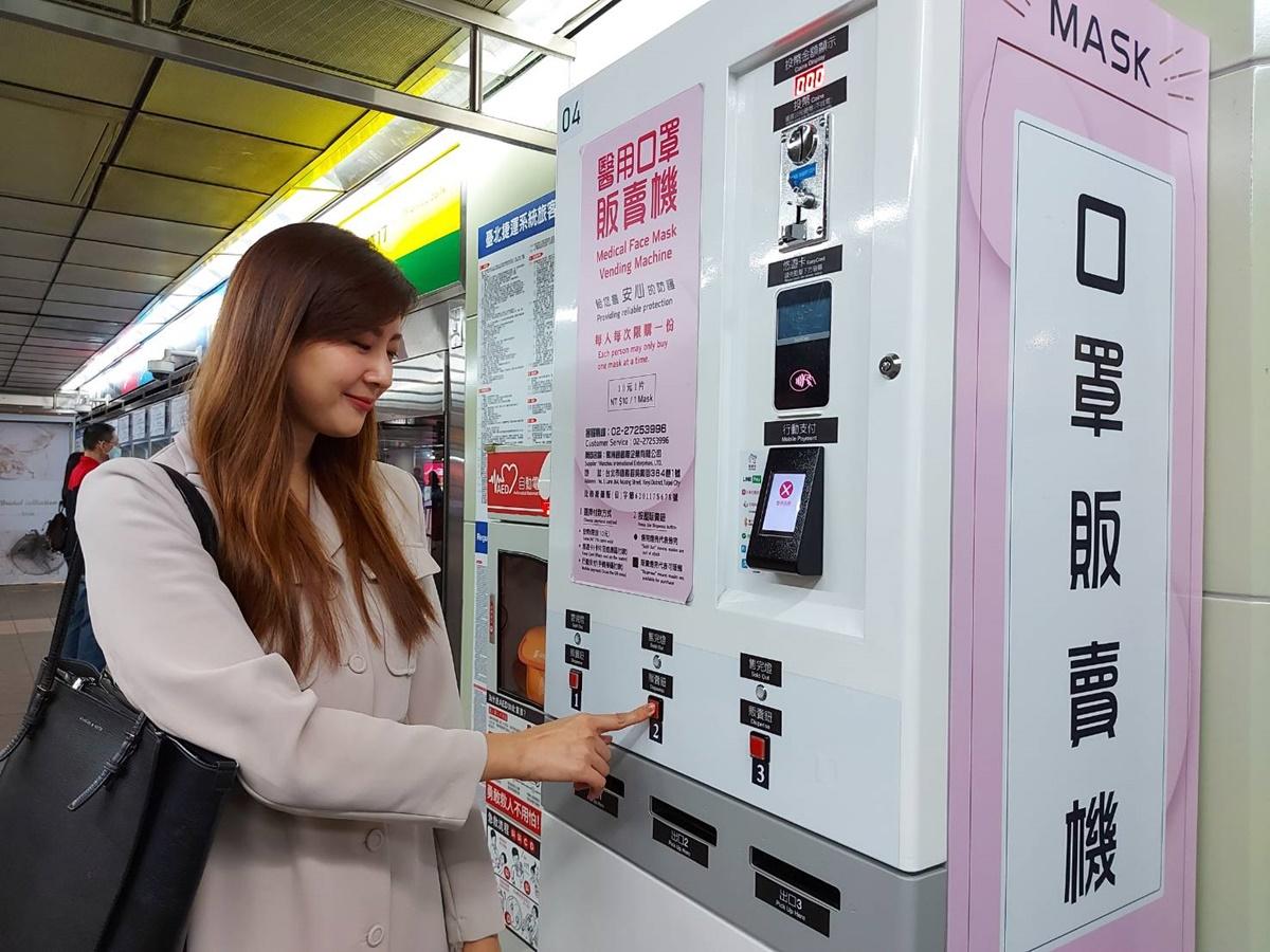 北捷首推彩色口罩!6大站「口罩販賣機」浪漫紫、暖鵝黃都有,這裡還有7色隨機拿