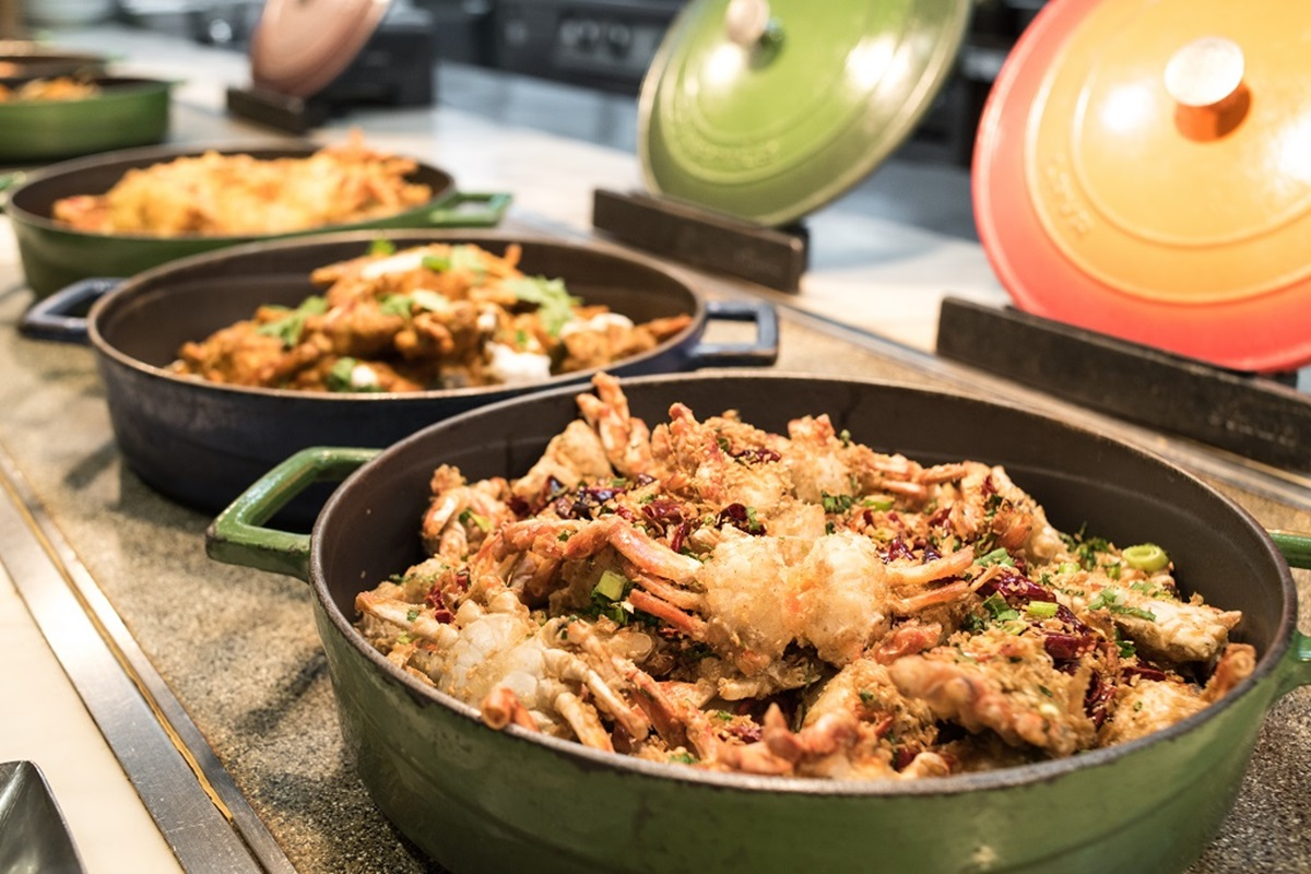 超狂2大飯店「螃蟹吃到飽」!整隻大閘蟹「免費加菜」,帝王蟹、海膽、蟹肉馬卡龍都有