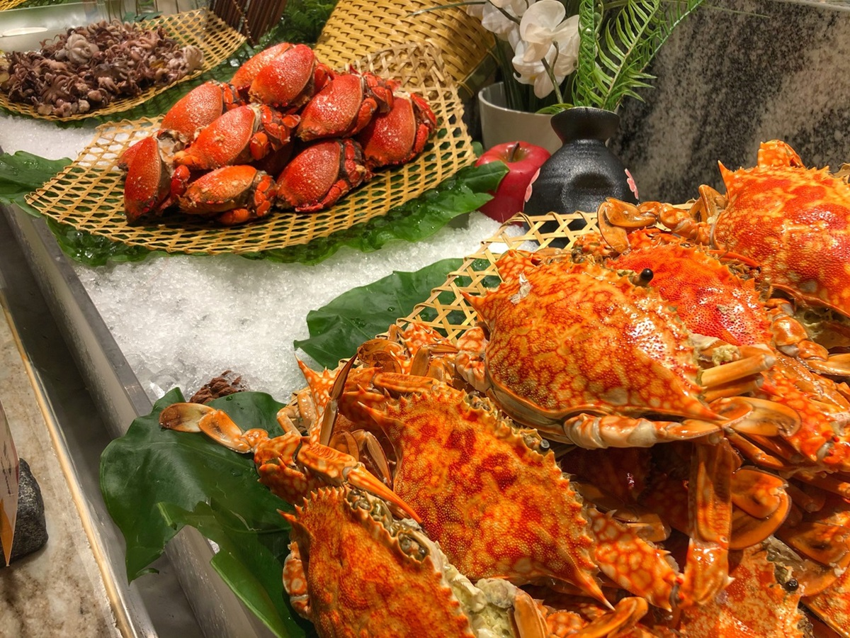 超狂「日料吃到飽」!每人750元嗑和牛握壽司、拉麵,湊6人有「整隻帝王蟹」