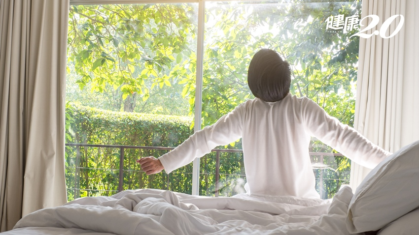 早睡早起就能養肺!中醫師傳授秋天健康養生觀點  「少辛多酸」潤肺食物首選百合