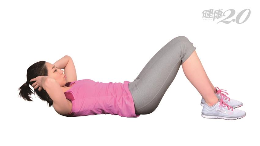 增肌抗老!不必上健身房,「2套動作」在家也能徒手健身提升肌力