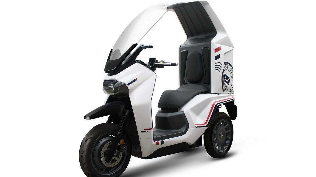 EF3採用三輪的商用設計,風鏡結合頂篷一體化的設計。(圖片來源/ SYM) 三陽SYM宣布暫緩電動車量產 但EF3明年第二季仍會上市