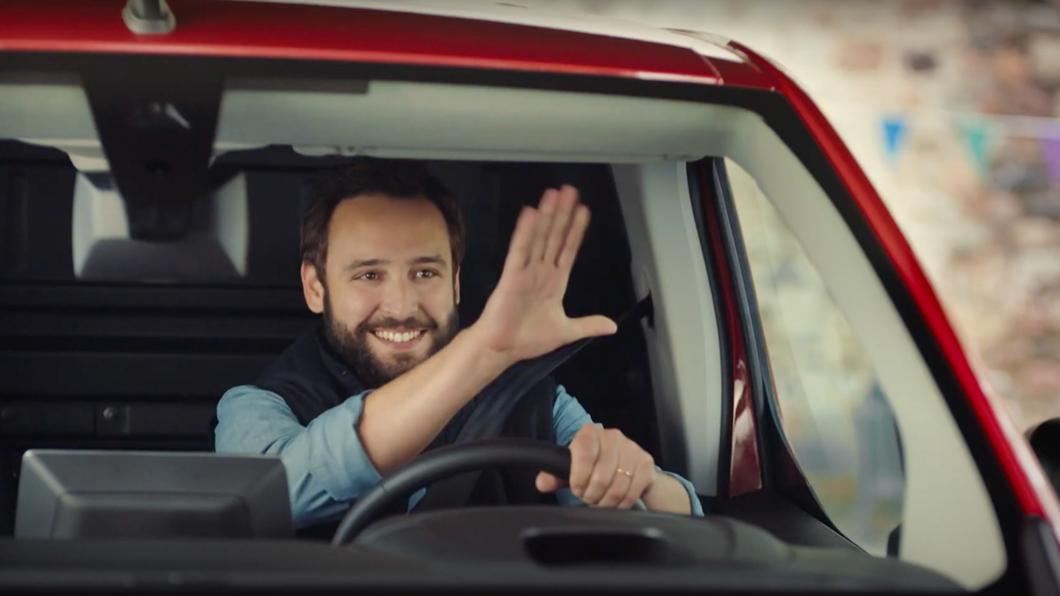許多駕駛都具備幾項開車默契,但黃振源提醒民眾最好還是要按照法律規範才是上策。(圖片來源/ Shutterstock) 按喇叭、閃大燈是在打暗號? 使用不當可能造成行車糾紛