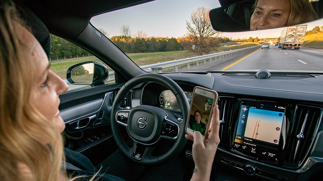IIHS研究指出,ADAS系統與Level 2半自動駕駛輔助系統更可能增加駕駛分心機率。(圖片來源/ IIHS) ADAS駕駛輔助真安全? 美國研究:駕駛更容易分心