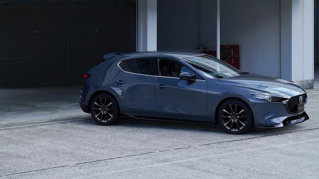為了回饋廣大車迷與支持者,Mazda在100週年尾聲也推出了「Mazda再3感謝專案」。(圖片來源/ Mazda) Mazda再3感謝專案起跑 指定車款加贈限量原廠空力套件