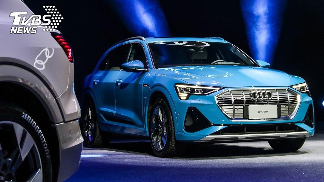 Audi e-tron正式在臺上市,50 quattro S line車型首批到港新車已全數售罄。 e-tron家族304萬起上市 最便宜豪華電動休旅首批配額已完售