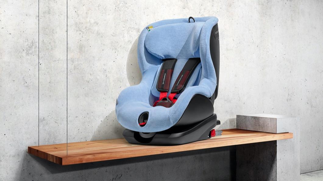 Porsche不僅照顧駕駛、乘客,也針對嬰幼兒推出專屬嬰兒座椅以及兒童座椅。(圖片來源/ Porsche) Porsche全新i-Size安全座椅登場 帥到爸爸都想坐!