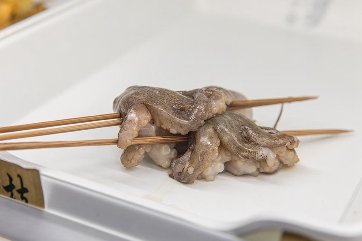 嗜辣者快筆記!台北正宗四川串串鍋牛油底料隨你加,必吃爽脆牛板筋、麻辣小龍蝦