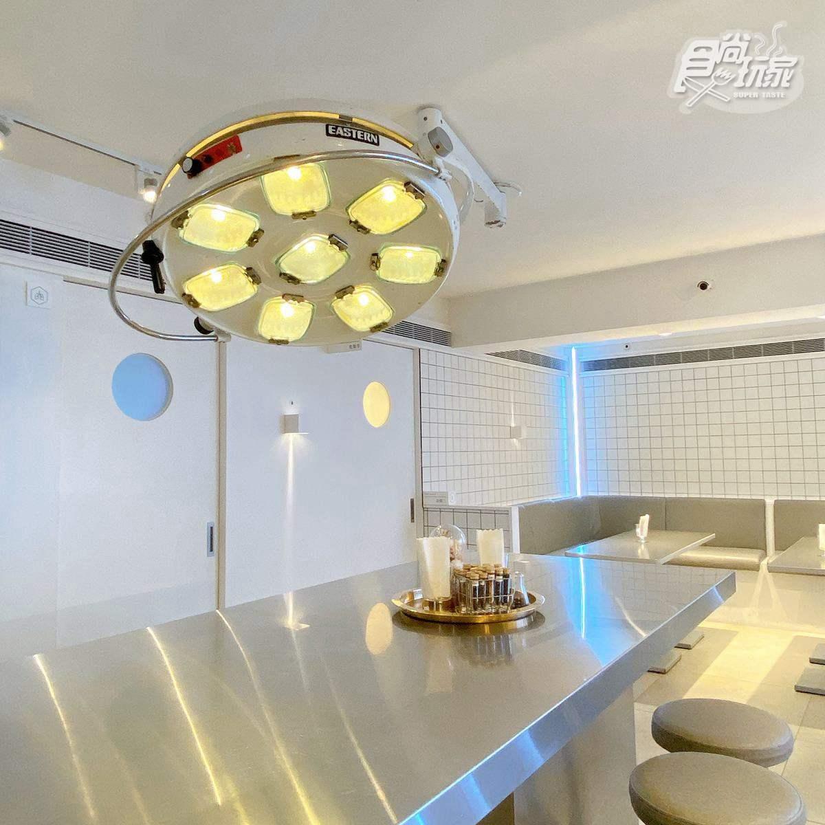 到「診所」吃飯!櫃台變掛號台、手術燈搬上餐桌,必點炸物拼盤、玫瑰奶茶