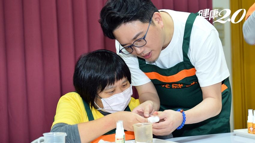 名醫江坤俊做志工,對路上義賣改觀「一直買就對了!」讓小胖威利有尊嚴