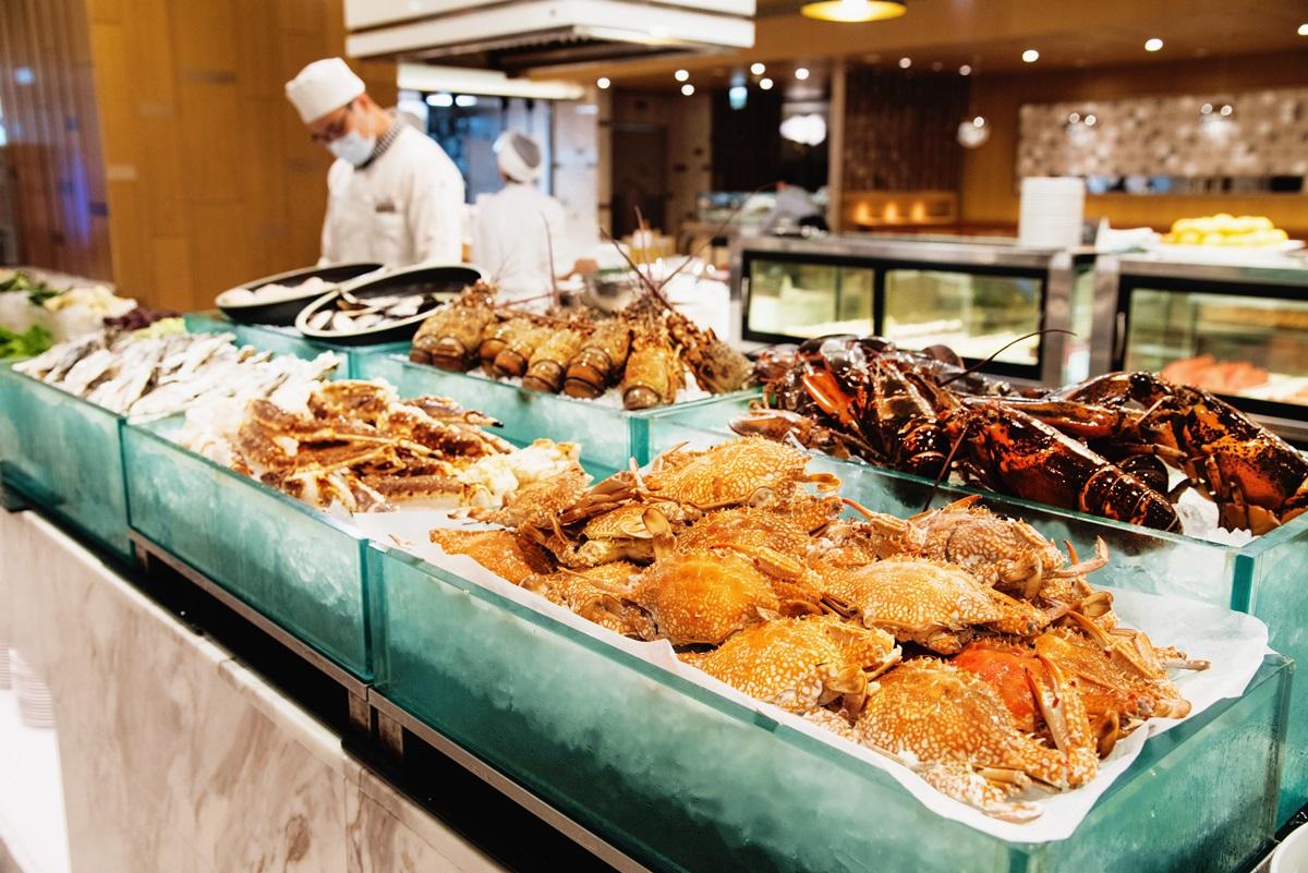 每週3天999元吃到飽!這家Buffet「1月限定」現切牛排、整尾鮭魚都能吃
