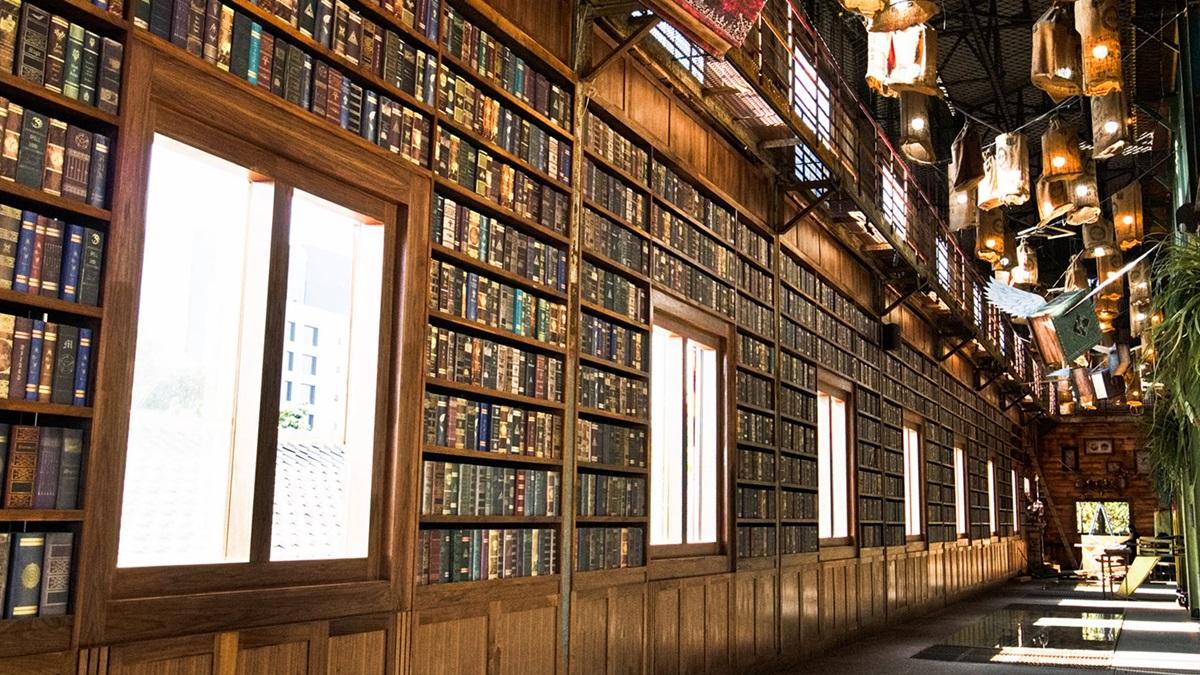 一秒走進《哈利波特》!台版「霍格華茲學院」這裡快拍,上百本魔法書牆、飛天掃把都有