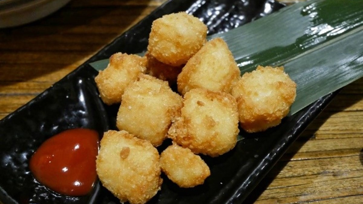 滿到溢出來!台南浮誇拉麵有「3公斤樹幹叉燒」,再推草莓麻糬燒夢幻吃法