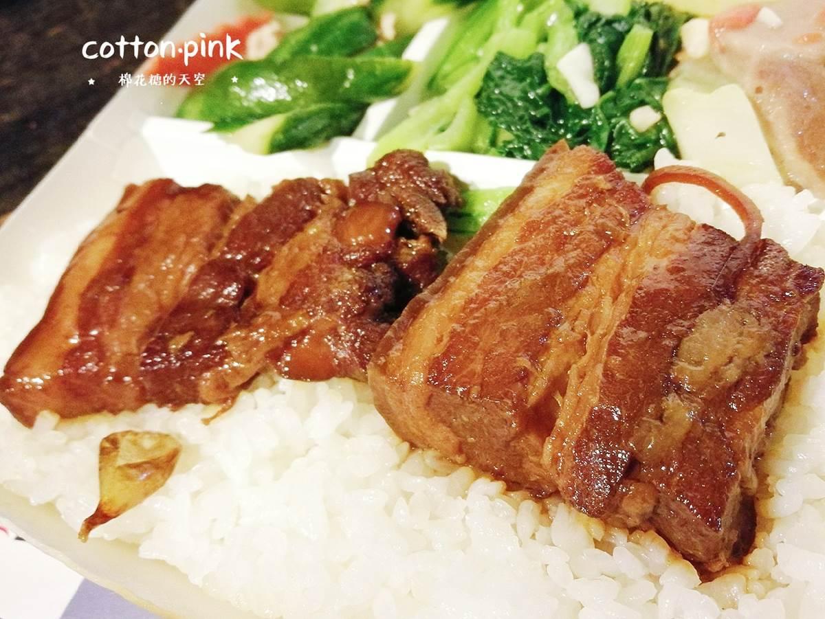 每天都排隊!台中超夯便當必點這3款:奶香黑胡椒豬排、外酥內嫩炸雞排、超入味爌肉