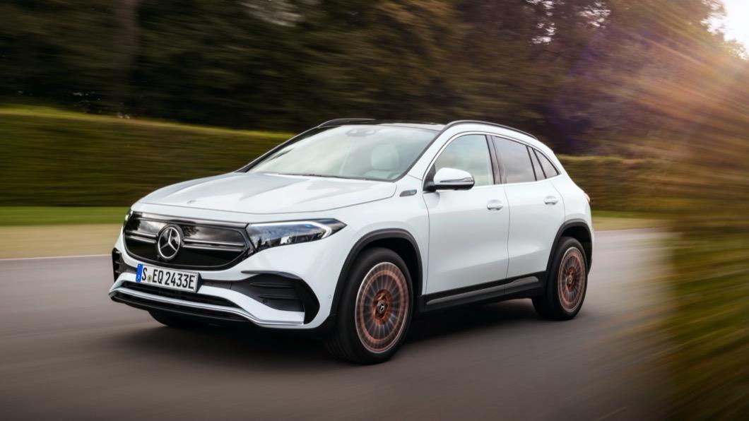 M-Benz於1/20發表電動車家族最新成員EQA,這款車同時也是M-Benz首度發表的緊湊型電動車產品。(圖片來源/ M-Benz) M-Benz EQA續航力達426公里 半小時快充80%電量