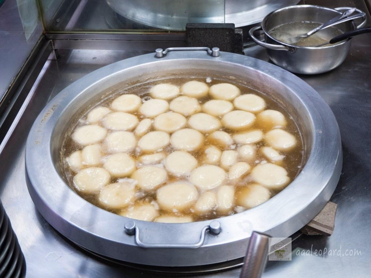 從小吃到大!萬華5間必吃元宵:鋪滿茼蒿鹹湯圓、超咕溜燒麻糬、酒釀花生圓加蛋