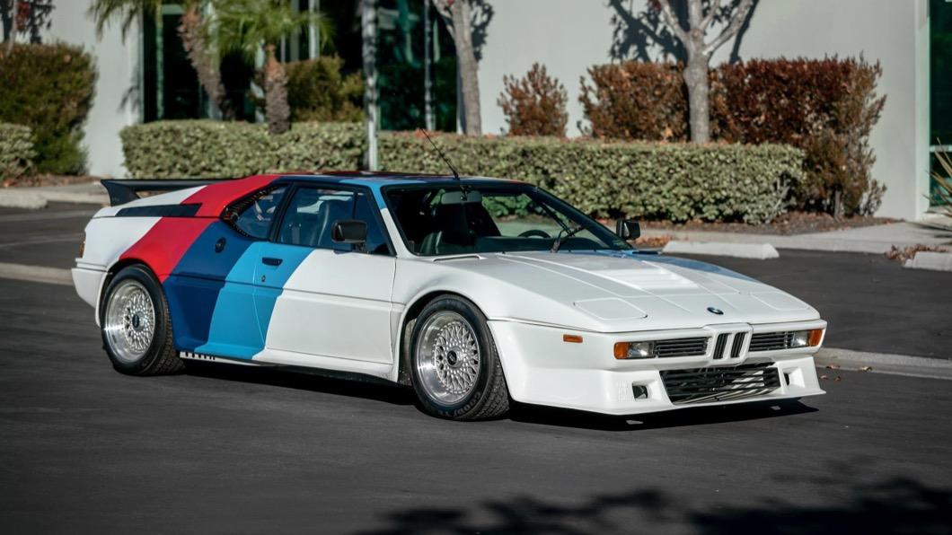 M1是BMW在1970年代末期到1980年代初期,為了參與FIA比賽所生產的車型。(圖片來源/ BringATrailer) 保羅沃克珍藏BMW拍賣! 80年代M1才開不到7千公里