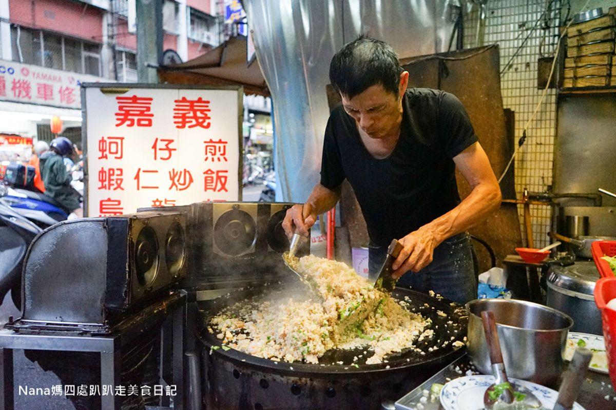 營業時間僅供參考!新莊秒殺級炒飯1盤吃得到7隻蝦仁,再加特製辣醬更夠味