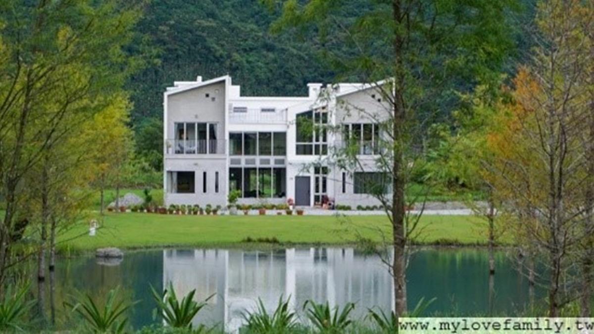 住1晚不夠!花蓮景觀民宿親子房裡有樹屋,坐擁絕美湖景夢幻又好拍