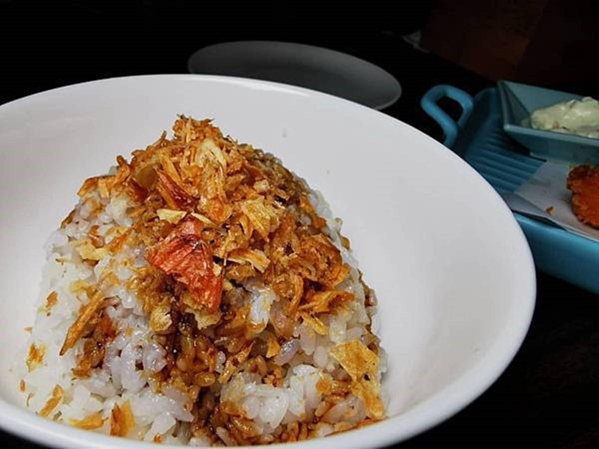 饕客衝台中囉!龍蝦兩吃只要888元,再嗑豬油拌飯、冷麵攪半熟蛋