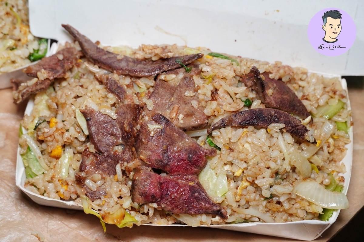超浮誇!台南巨無霸炒飯滿到蓋不起來,加入滿滿豬肝只要50元
