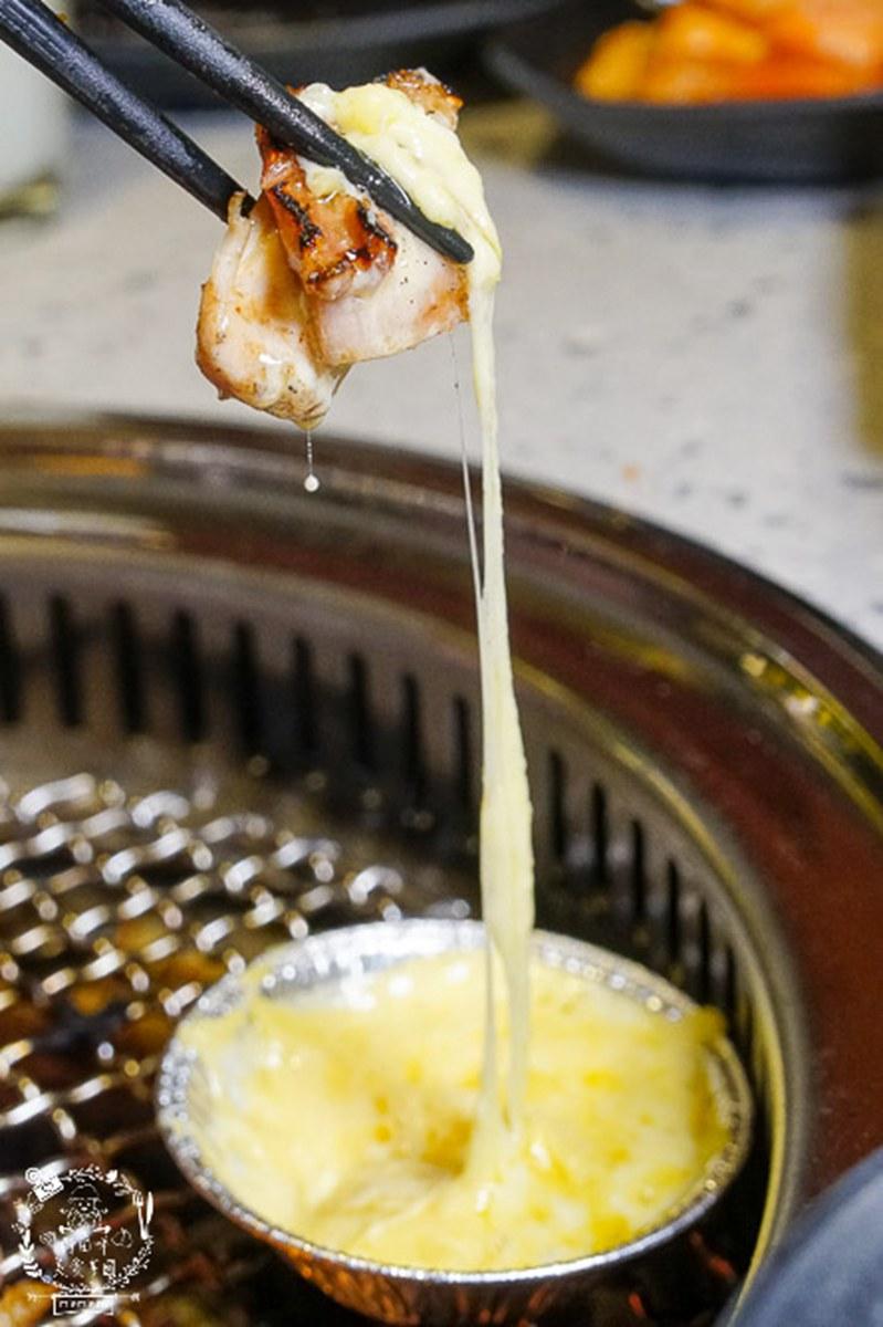 想不到是吃到飽!高雄網美系燒烤有粉嫩風裝潢,必點16盎司安格斯牛、起司奶香雞